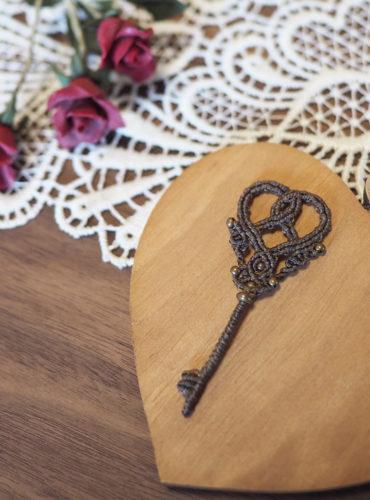 バレンタイン マクラメ 鍵